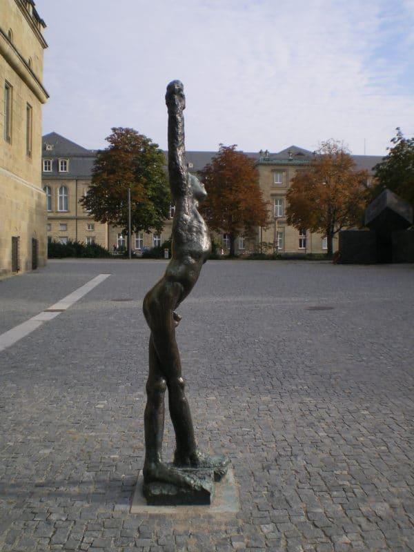 Marsyas von Alfred Hrdlicka auf dem Stauffenbergplatz in Stuttgart - Foto © Welz