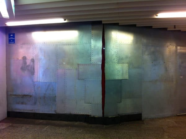Kunstspaziergang Stuttgart: Mauerriß von Ulrike Böhme-Reuter in der Klettpassage. Foto © Welz