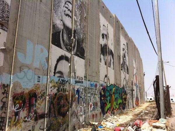 Auf dem Weg nach Bethlehem: die Mauer - Foto © Welz