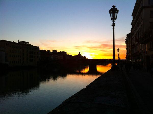 Silvester in Florenz. Sonnenuntergang am Arno. Foto © Welz