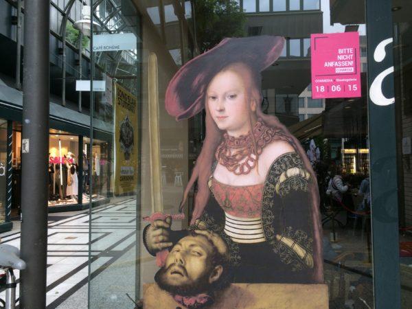 """Conmedia: Lucas Cranachs """"Judith mit dem Haupt des Holofernes"""" in der Calwer Strasse FLUXUS - Eine Aktion der Hochschule der Medien mit der Staatsgalerie Stuttgart im Juni 2015. Foto © Welz"""
