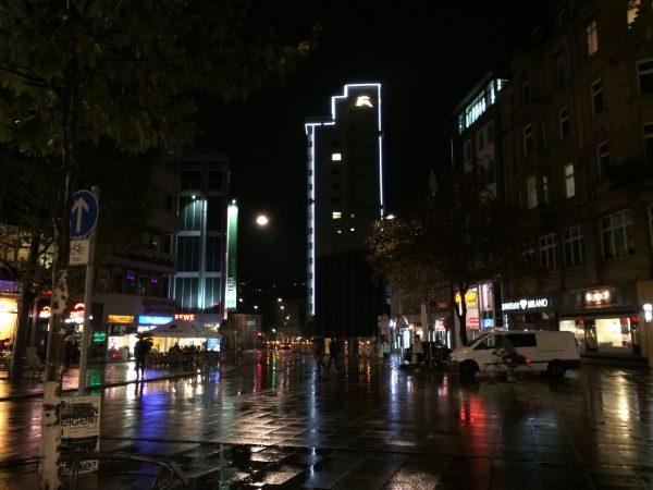Architektur der Nacht: Stuttgart Tagblattturm. Foto © Welz Oktober 2016