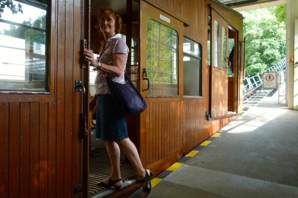 Andrea Welz nimmt sie mit auf einen bahnbrechenden Ausflug mit Seilbahn und Zacke - Foto © RRupf