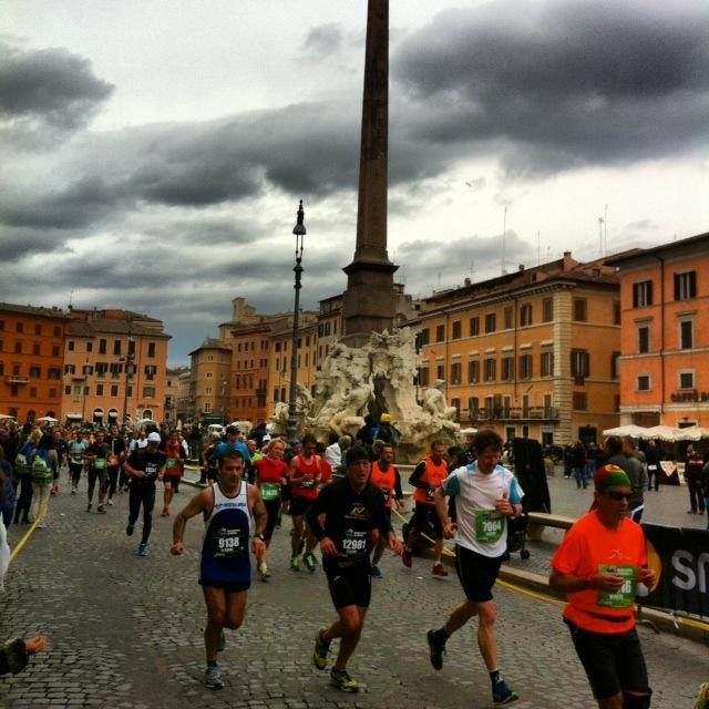Marathonläufer auf der Piazza Navona - Foto: Welz