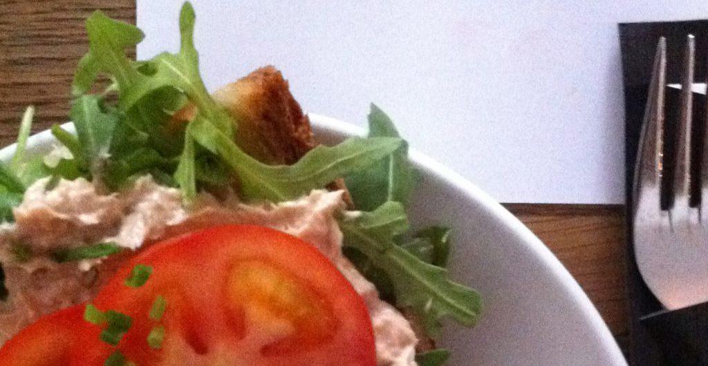 Das Tunafish Sandwich wird serviert - Foto: Welz