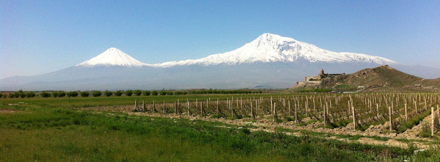 Großer Ararat (5137m) und kleiner Ararat (3896m) in Ostanatolien an der Grenze zu Armenien - Kloster Chor Virap - Foto @Welz 2013
