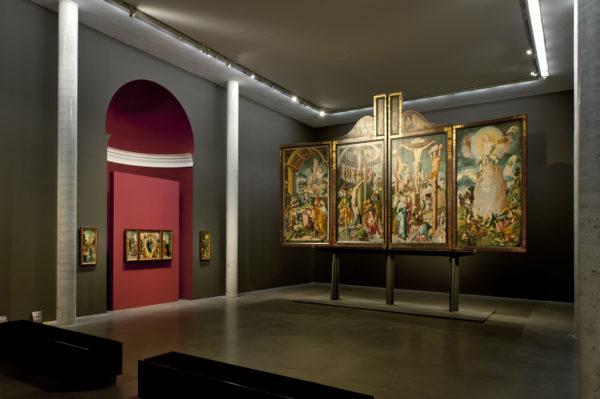 Ausstellungsraum Altdeutsche Malerei mit Werken von JergRatgeb und dem Meister von Meßkirch.© Staatsgalerie Stuttgart