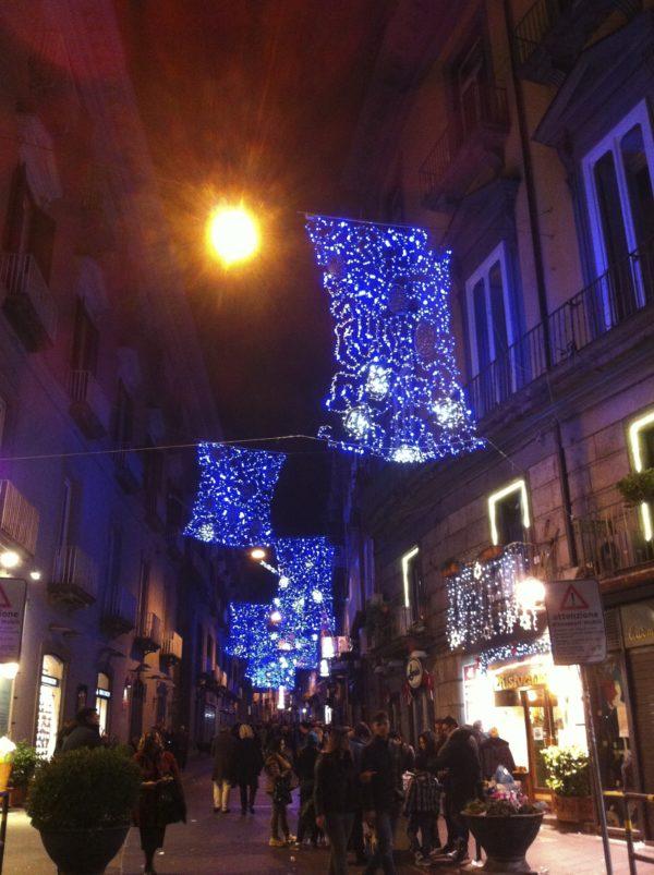 Auf der Einkaufsstraße Via Toledo in Napoli - Foto © Welz