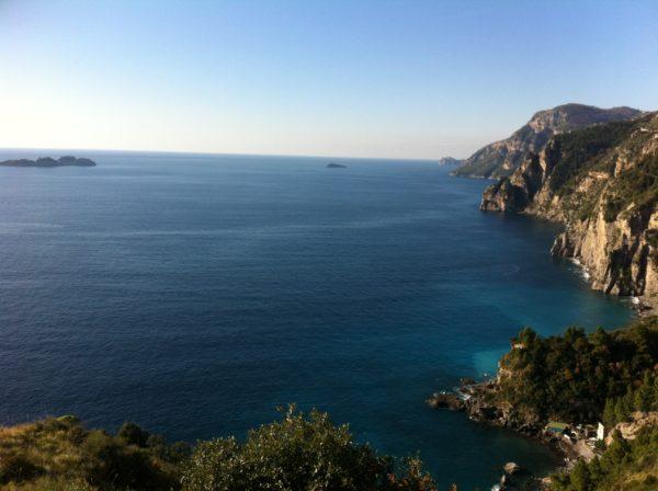 Erster Fotostop an der SS 163 Amalfitana - Blick auf die Galli-Inseln - Foto © Welz
