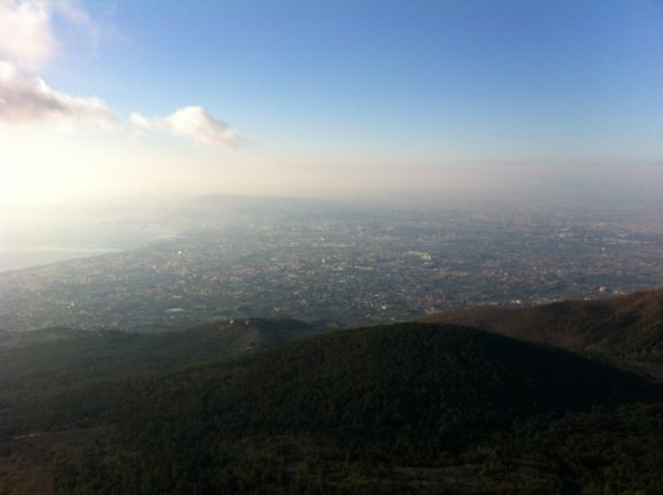Blick vom Vesuv Richtung Neapel am Spätnachmittag 31.12.2013 - Foto © Welz
