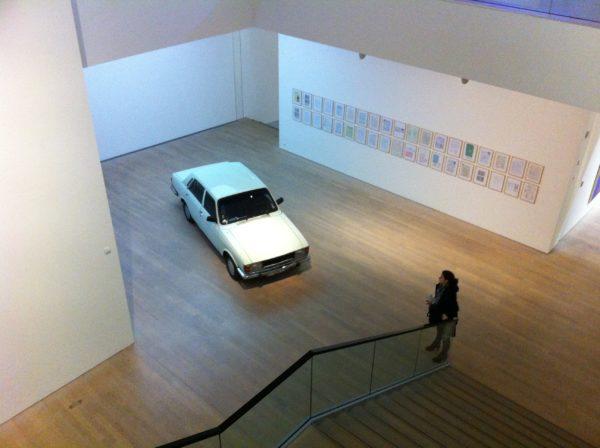 Die Künstlerin Anahita Razmi hat einen Paykan von Teheran nach Deutschland gefahren und das Paykanprojekt dokumentiert. Ausstellung im Kunstmuseum Januar bis März 2013. Foto © Welz