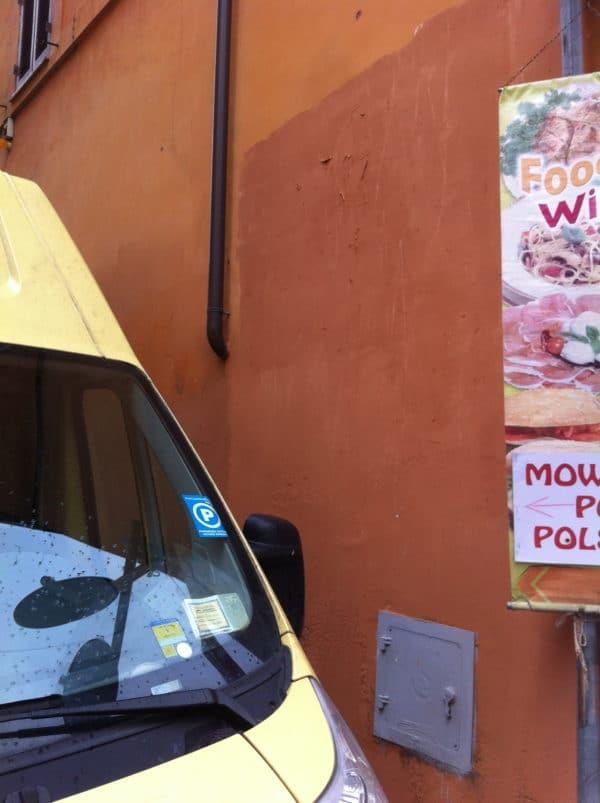 Übertüncht! An dieser Hausecke Borgo Pio/ Via Plauto klebte Ende Januar Papst Franziskus als Superman - Foto @ Welz