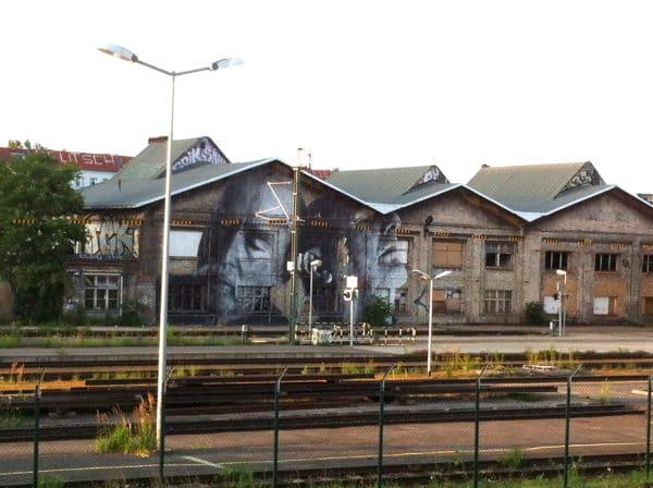 JR #wrinklesofthecity Berlin S-Bahnhof Warschauer Strasse 7_2013 Foto © Welz