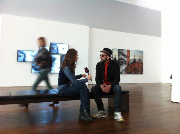 JR im Interview bei der Pressekonferenz im Museum Frieder Burda 28.02.2014 Foto © Welz