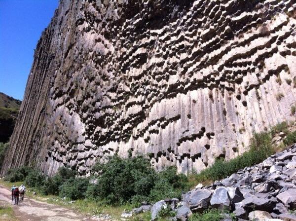 Wanderung durch die Azat-Schlucht in Armenien. Foto © Welz