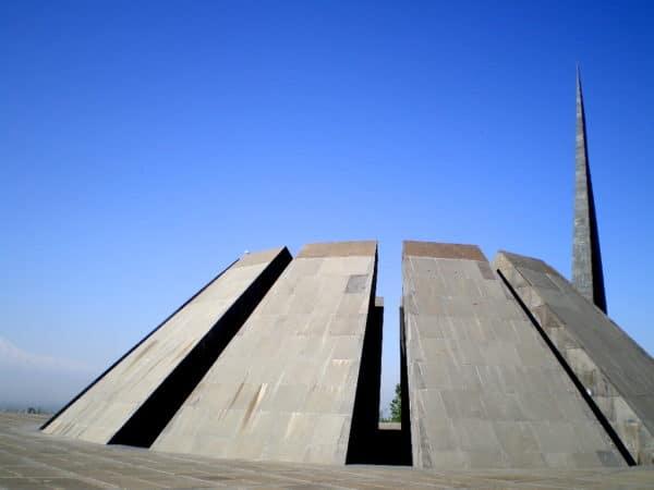 Die Genozid-Gedenkstätte Tsitsernakaberd in Jerevan Armenien - Foto © Welz