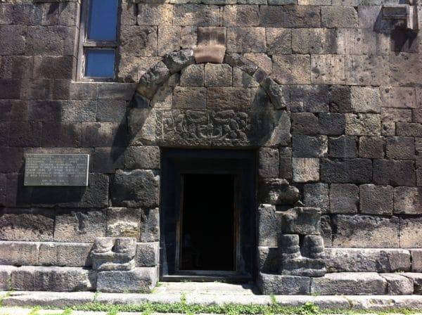 Das Südportal der Khasacher Basilika - Foto © Welz