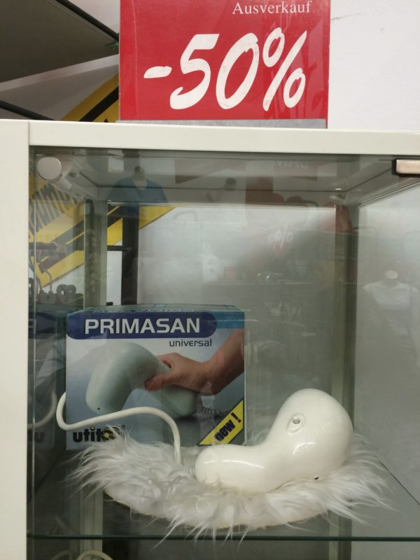 Krištof Kintera, Primasan/ Objekt im Shop im Museum Tinguely, Basel 2014 - Foto © Welz