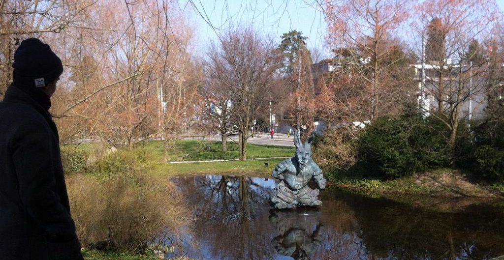 Am Morgen nach dem Basler Morgestraich im Garten der Fondation Beyeler in Basel-Riehen - Foto © Welz