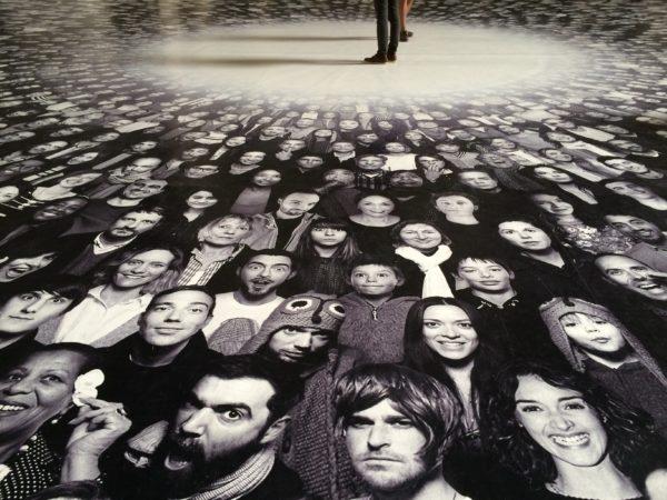Frauen, Männer, Kinder ... im Panthéon in Paris - Fotoinstallation von JR - fotografiert von © Welz