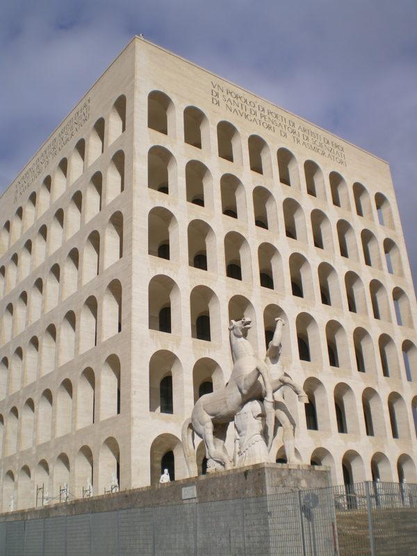 Palazzo della Civiltà del Lavoro im Stadtteil EUR Roma - Foto © Welz