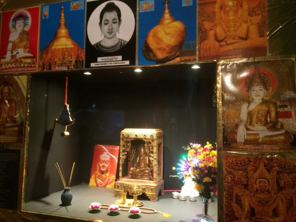 Lindenmuseum Stuttgart, Myanmar - Das goldene Land, Hausschrein zur Verehrung des Buddha - Foto © Welz