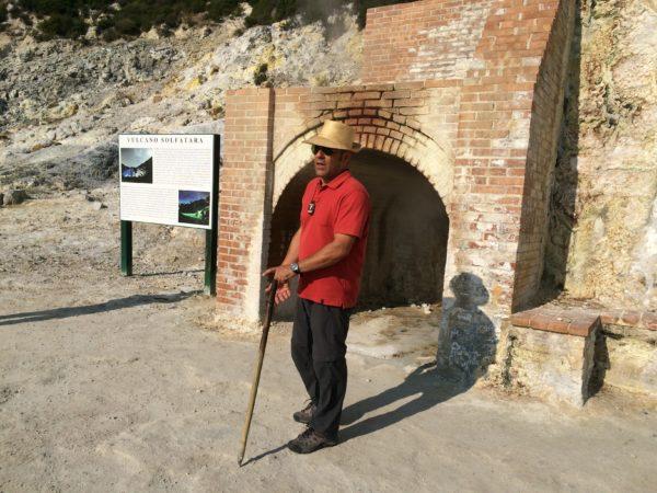Guglielmo führt durch die Solfatara - Foto © Welz