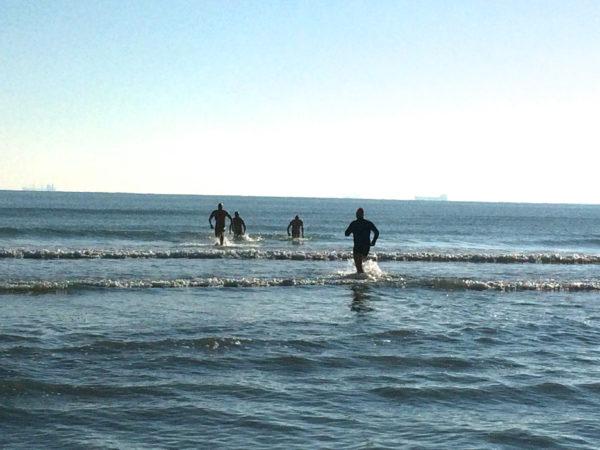 auguri, auguri ... Die Ibernisti schwimmen am 1.1.2015 im Meer. Foto © Welz