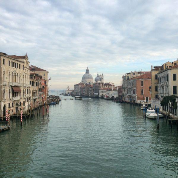 Wie ein Bild von Canaletto! Blick auf den Canal Grande von der Akademie-Brücke. Foto ©Welz
