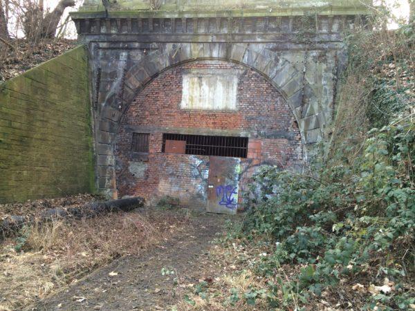 Der vermauerte Eingang zum Rosensteintunnel - Februar 2015 - Foto © Welz