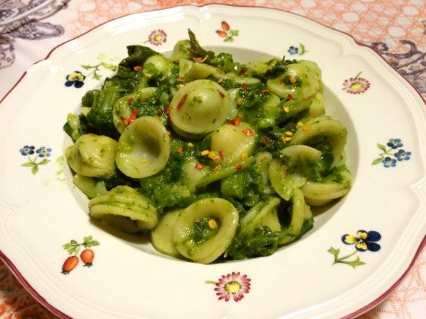 Einfach, doch köstlich! Orecchiette con cime di rape - ein typisches Gericht aus Apulien - Foto © Welz