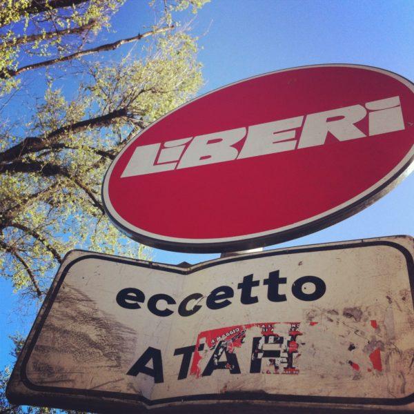 Liberi. Kostenlos. Clet Abraham in Florenz Piazza San Marco im April 2013. Foto © Welz