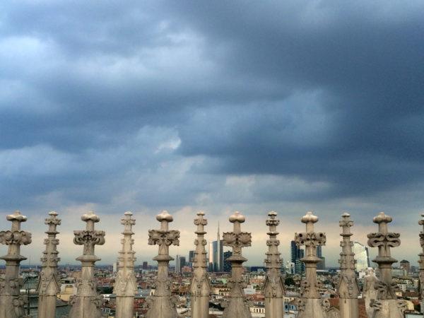 Mailänder Dom: Blick über die Dächer von Mailand - Foto © Welz