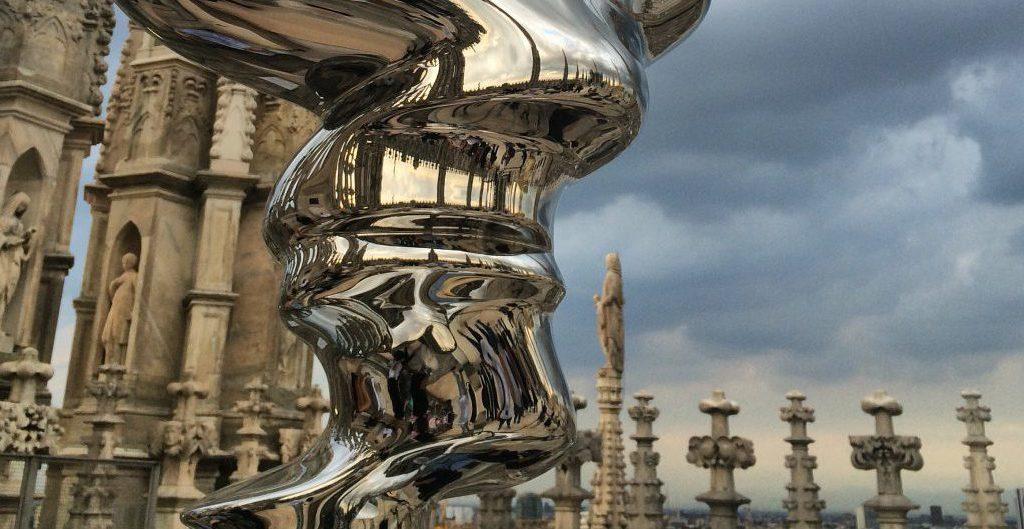 Skulptur von Tony Cragg auf dem Dach des Mailänder Doms. Foto © Welz