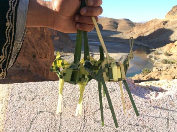 Wer kauft ein Kamel geflochten aus Palmblättern? Foto © Welz