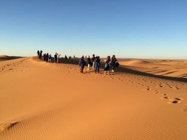 Erg Chebbi: Spaziergang durch die Dünenlandschaft. Foto © Welz