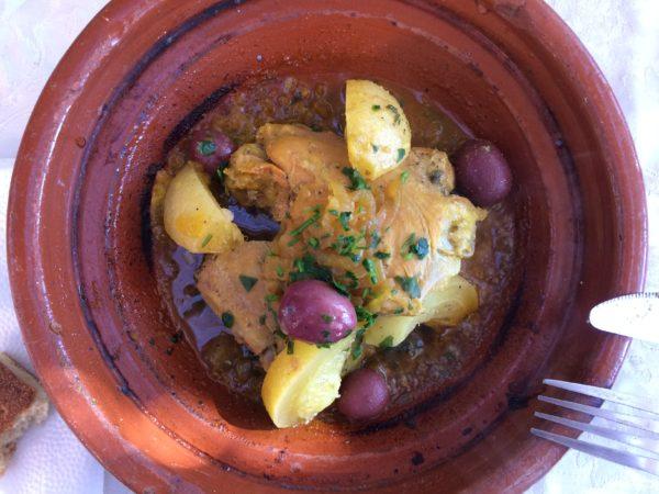 Mein Favorit: Tajine au Poulet mit Oliven und Salzzitronen. Foto © Welz