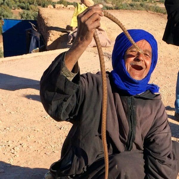 Ein Schlangenbeschwörer bei Ait-Benhaddou. Foto © Welz