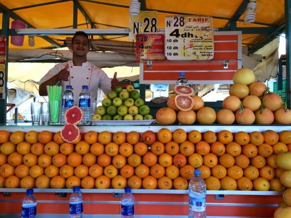Marrakesch: Orangensaftverkäufer auf dem Platz Jemaa el Fna. Foto © Welz