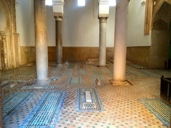 In der alten Almohaden-Kasbah findet man neben der Moschee einen seitlichen Eingang zu den Saaditen-Gräber. Foto © Welz