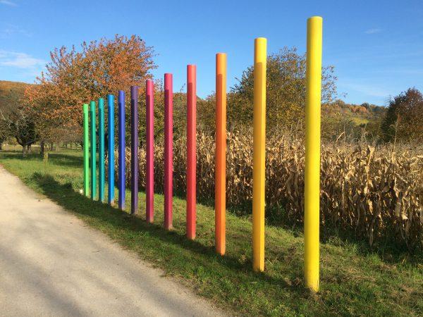 Regenbogenfarben am Rehbergerweg. Foto © Welz