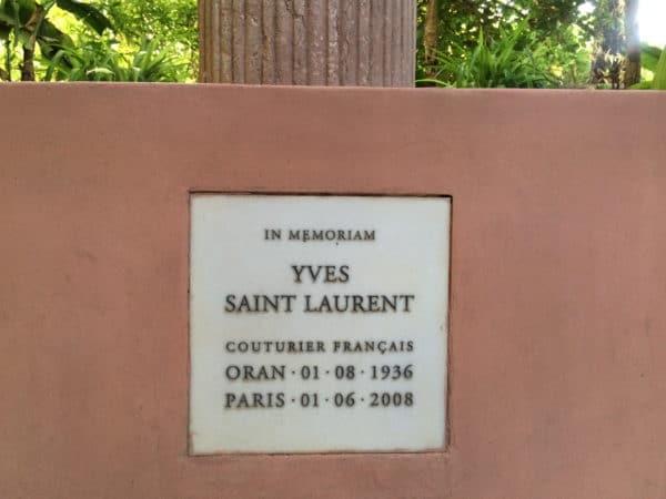 Jardin Majorelle: Gedenktafel für Yves Saint Laurent - Foto © Welz