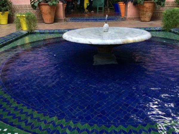 Jardin Majorelle: Der Brunnen am Eingang. Foto © Welz