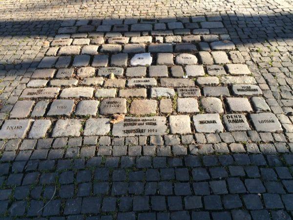 Stuttgarter Geheimnis 4: Denkraum - Memoire Nomade - Wer weiß wo sich diese Pflastersteine befinden? Foto © Welz