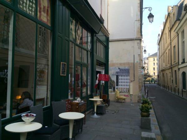 Paris: Rue des Guillemites mit Poster von ROBOCOOP - Foto 2016 © Welz