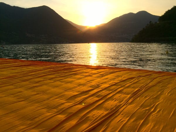 THE FLOATING PIERS Sonnenuntergang am IseoSee - Foto © Welz