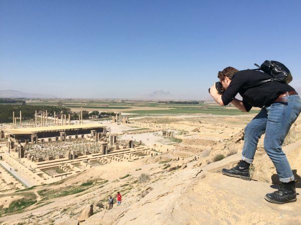 Iran: Blick von den Felsgräbern auf die Terrasse von Persepolis. Foto © Welz (2016)