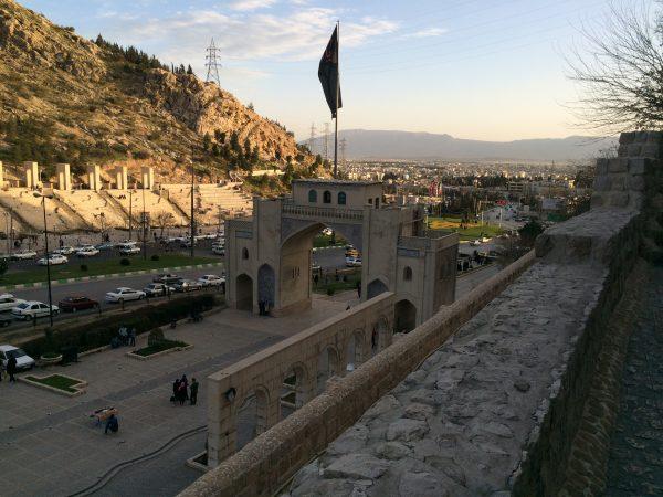 Shiraz: Abendstimmung am Koran-Tor. Foto © Welz (2016)