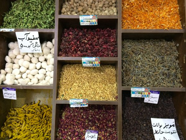 Shiraz: Gewürzvielfalt im Vakil-Bazar. Foto © Welz (2016)