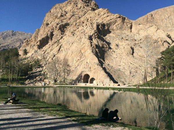Die Felsreliefs von Taq-e-Bostan bei Kermanshah im Iran. Foto © Welz (2016)